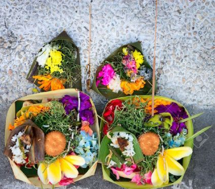 18121309-Offerings-to-gods-in-Bali-with-flowers-food-and-aroma-sticks-Stock-Photo