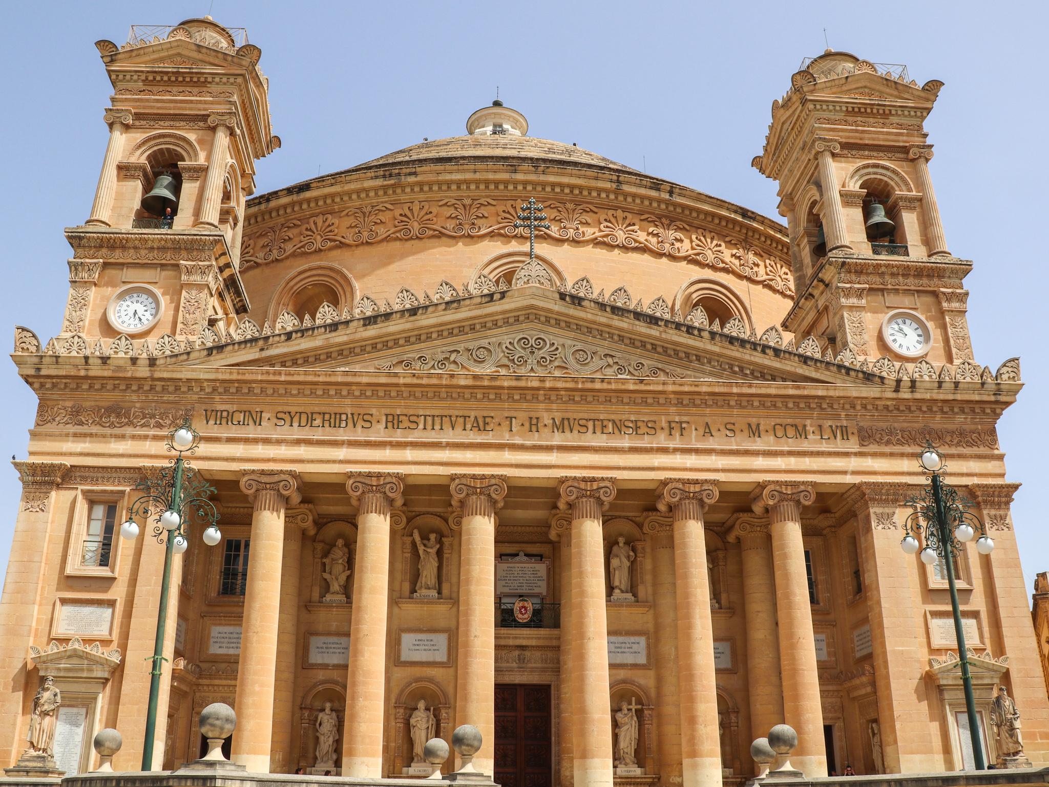exterior da Igreja de Santa Maria em Mosta, Malta