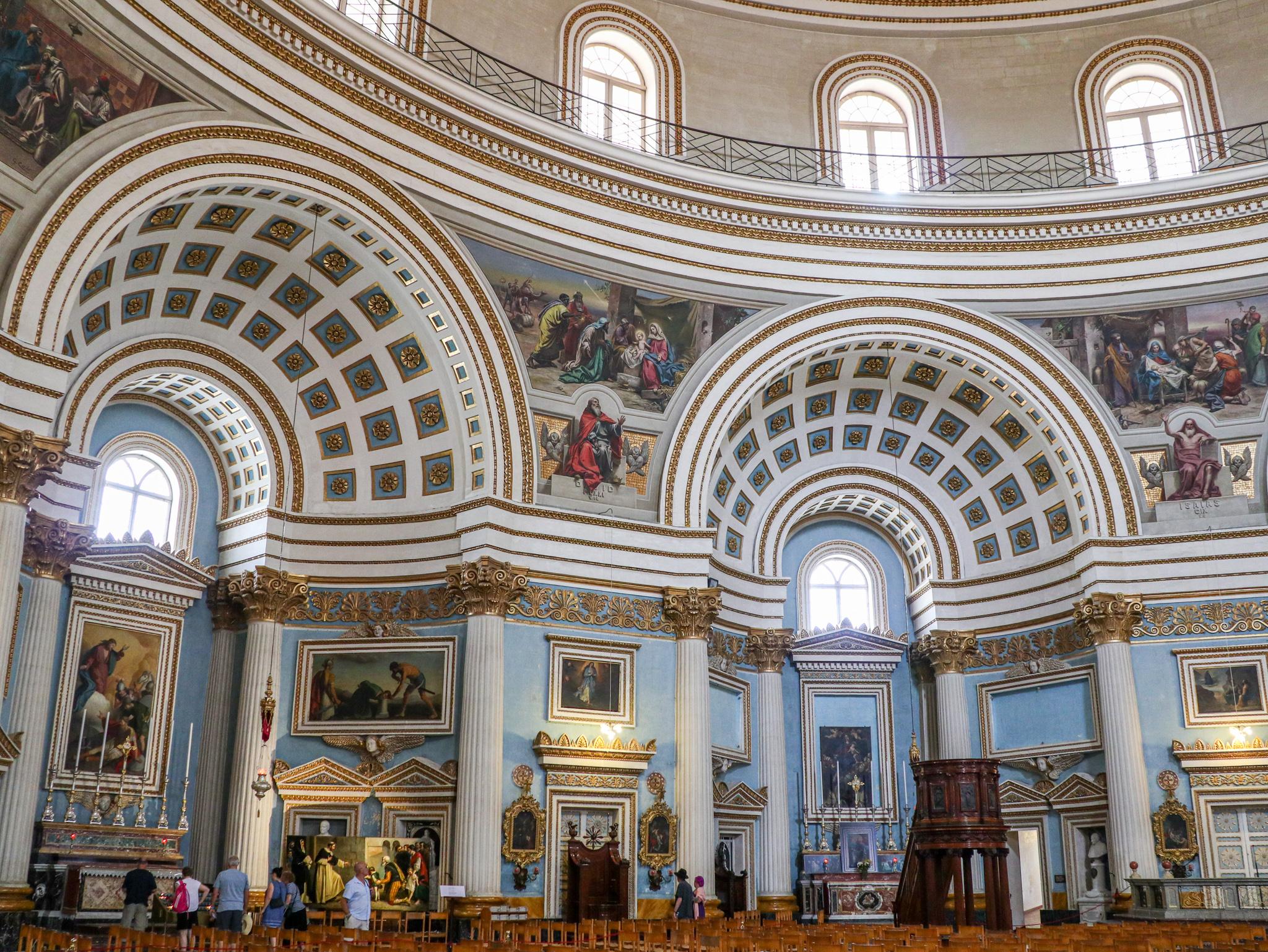 Interior da Igreja de Santa Maria em Mosta, Malta